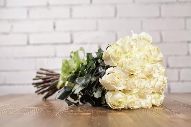 Когда нельзя дарить белые розы: значение цветов в разных случаях